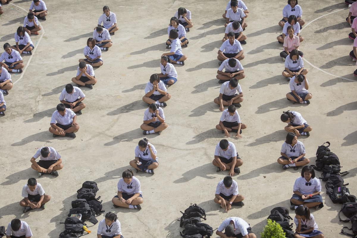 """เมื่อ """"การศึกษา"""" ไม่ใช่เรื่องเสี่ยงทายที่เราต้อง """"ลุ้น""""  เยือนโรงเรียน """"ร้อยพลังการศึกษา""""  และเรื่องราวของ """"โอกาส"""" จากน้ำใจของ """"คนไทย"""""""