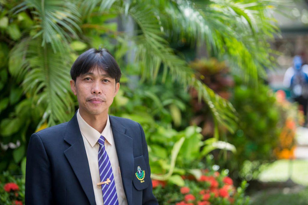 อาจารย์พงษ์เทพ เจริญไทย ผู้อำนวยการโรงเรียนพยุหะพิทยาคม โรงเรียนในโครงการร้อยพลังการศึกษา